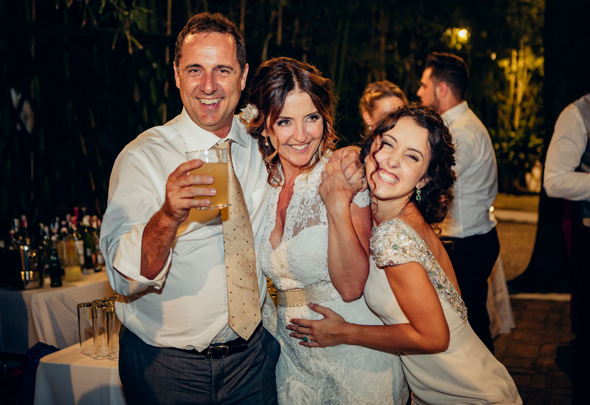 Fotografía de bodas naturales en Málaga en la casilla de maera